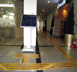 강의동(소양주기철기념관) 4층 점자안내판 유도블럭